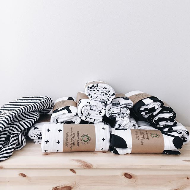 Introducing the BEST baby and toddler line out there: Modern Burlap! Focusing on high contract black and white designs, Modern Burlap creates modern and stylish organic muslin crib sheets, swaddle blankets, changing pad covers and MORE!