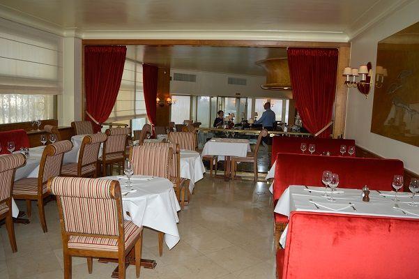 la maison du caviar #velvet #rideaux #banquette