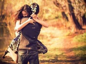 Ha valakit valóban szeretsz, azonnal tudod, ha megbántod - nem azért, mert látod az arcán, hanem mert a bántás pillanatában önmagadon érzed a bántalmat, neked is fáj - és tudod, hogy nem kellett volna. Nemcsak neki, neked is sajog, azonnal. A szeretet nem ismer sem időt, sem távolságot...