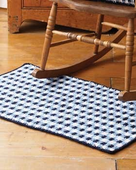 Simple crochet technique creates a beautiful textured gingham style rug...free pattern!