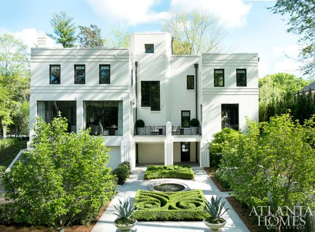 You know we love simplicity in the interior. But when those clean lines and pared down color palettes translate to the exterior as well we couldn't be more thrilled. This Buckhead home from Atlanta Homes and Lifestyle is a stunning example of an Art Deco Revival.  Open, bright, light and with just the right amount of exterior …