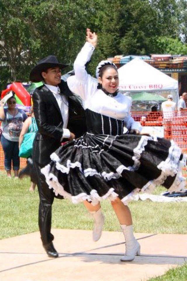 Chihuahua Folklorico Dance Couple