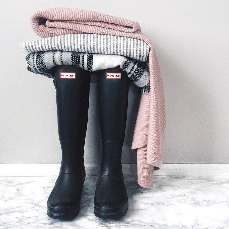 Sale Alert!  Just found my matte black Hunter Boots on sale for 25% off!  They raaarely go on sale. I wear these bad boys year-round so they are a definite closet staple! || Shop them via @liketoknow.it or by typing this link in your browser: http://liketk.it/2pIdh #liketkit