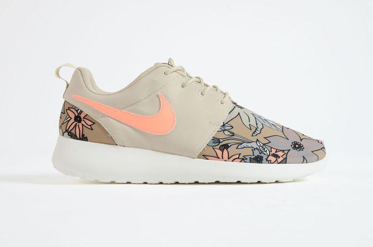 Nike - Rosherun Womens Premium Aloha Pack (Rattan)