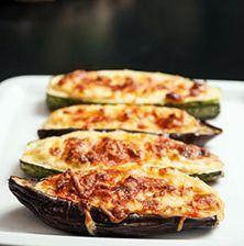 Λαχταριστά κολοκυθάκια και μελιτζάνες στο φούρνο, γεμιστά με κρέμα από γραβιέρα