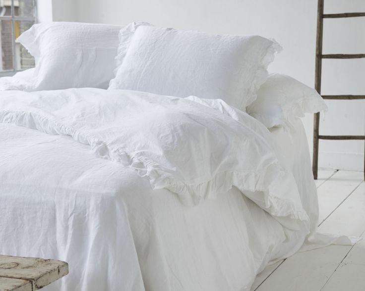 Dekbedovertrek Frill - linnen dekbedovertrek - linnen beddengoed - witte slaaplamer - hotelkamer - luxe slaapkamer - 100% linnnen