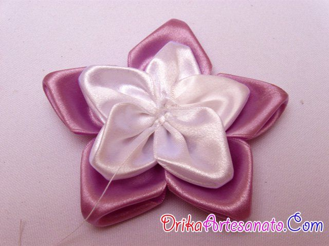 Flor de tecido feita com cetim - Drika Artesanato