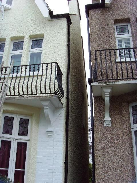 Many UK traditional pebble dash covered homes have a wall coating that is coming to the end of it's life, so what are the options for wall coating replacement?
