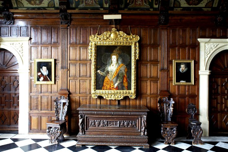 'The Rainbow Portrait' of Queen Elizabeth I, ca. 1600-02, attr. to Isaac Oliver. Hangs in the Marble Hall at Hatfield House, Hertfordshire, England, UK