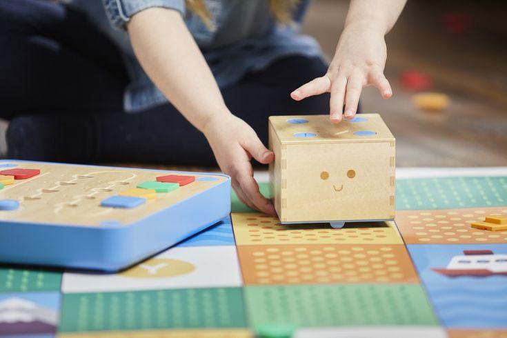 Cubetto: A robot teaching kids code & computer programming