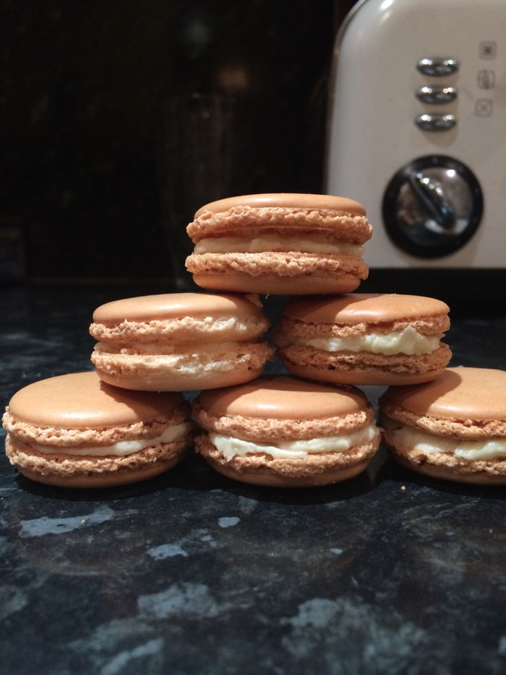 Vanilla macaroons, first attempt