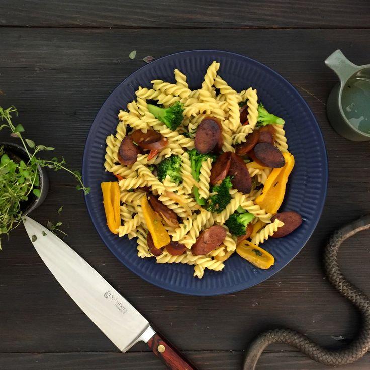 Vegansk chorizopasta med grönsaker   Jävligt gott - en blogg om vegetarisk mat och vegetariska recept för alla, lagad enkelt och jävligt gott.