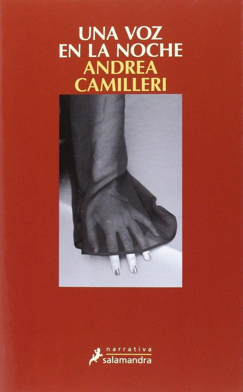 UNA VOZ EN LA NOCHE .Andrea Camilleri. Montalbanose vera envuelto en una doble trama en la que el crimen organizado y la politica parecenestar dandose la mano por debajo de la mesa.BIBLIOTECA.