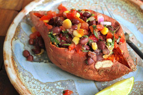 Stuffed Sweet Potatoes Southwestern Style. Yum! #stuffedsweetpotatoes