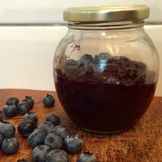 Suikervrije jam maken is helemaal niet moeilijk! Deze blauwe bessen chiazaad jam is lekker vers, gezond, suikervrij en vegan echt de moeite waard om te maken