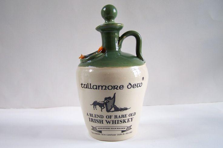 Cruche Tullamore Dew pichet de whisky irlandais grès beige émaillé vert bouchon liège vintage Made in Ireland de la boutique MyFrenchIdeedAntique sur Etsy