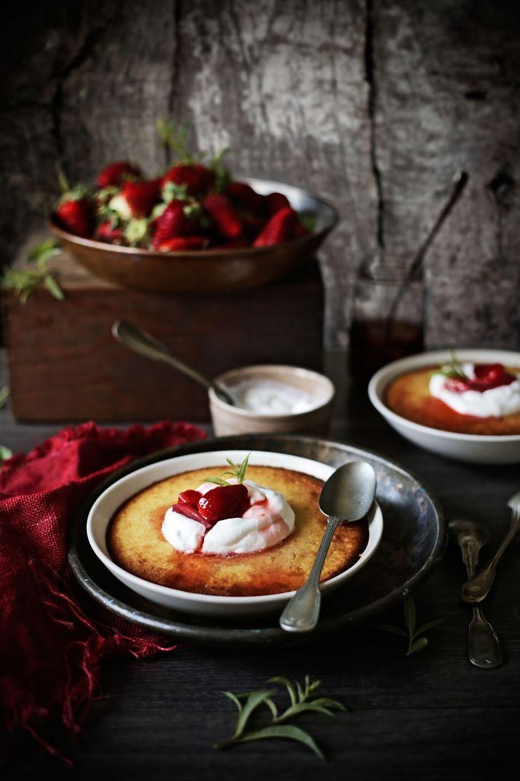 Pudim de laranja e coco com compota de morango e limonete # Orange and coconut pudding with strawberry, verbena compote