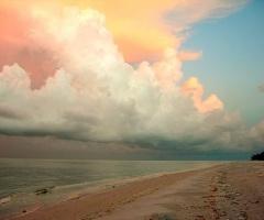 An amazing sunsetBeach Colors, Lake Michigan, Beach Sunsets, Beautiful Clouds, Beautiful Sky, Cotton Candies, Lakes Michigan, Sanibel Islands, Backyards