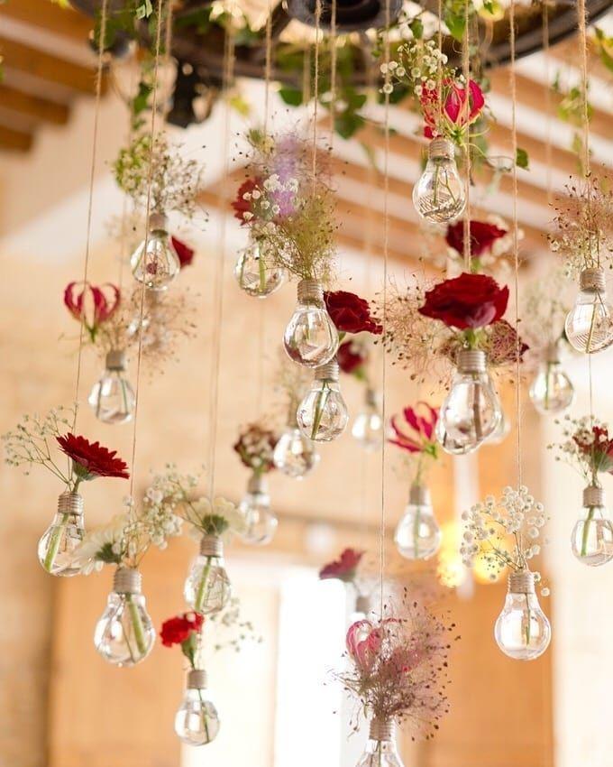 """mariages.net on Instagram: """"Idée fleurie pour habiller le plafond de votre sa…"""