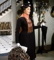 11 februari 2012: Mary Poppinstas. Foto: Julie Andrews als Mary Poppins, de nanny met een magische tas vol met trucjes en attributen voor elk denkbaar en ondenkbaar opvoedingsprobleem