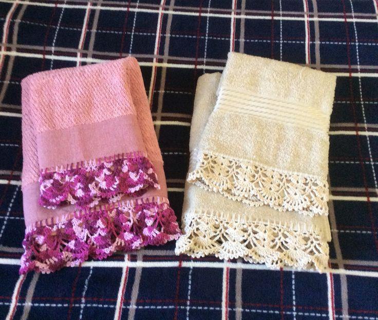Toalhas banho e rosto com barras em crochê. Linha ANE