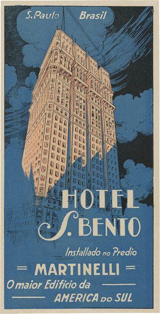 Antigo cartaz do Hotel São Bento no prédio Martinelli localizado no início da avenida São João, esquinas com ruas Líbero Badaró e São Bento.
