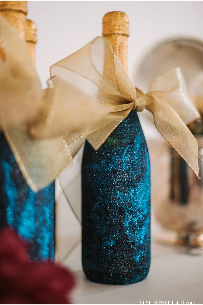17 best ideas about glitter champagne bottles on pinterest for Decorating wine bottles with glitter