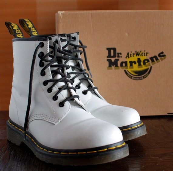 Dr Martens boots WHITE classic boots 8eylet by VintagePlatformDeal