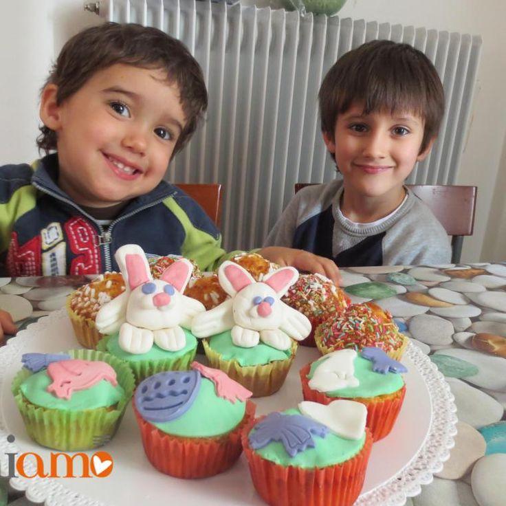 'Aceddi ccu l'ovu': colombine siciliane con uova sodeQuesti sono biscotti pasquali tipici siciliani che sono molto amati dai bambini