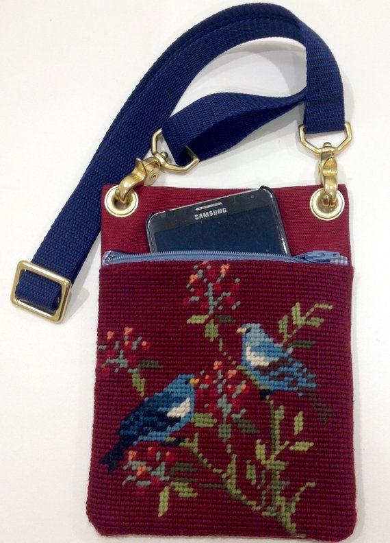 Il sagit dune tapisserie de tapisserie à laiguille sur le thème bluebird vintage doux que jai cousu dans le sac à main pochette souple.  Le véritable sac mesure environ 5 3/4 « x 8 ».  Fermeture à glissière ouverture mesure 4 3/4  Matériel de haute qualit