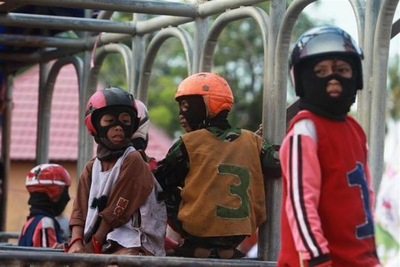 Child jockeys wait for a race to start at a track on the outskirts of the town of Bima, Indonesia, November 17, 2012.  REUTERS/Beawiharta