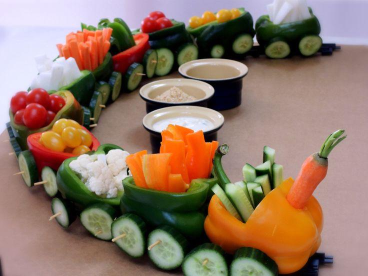 Vtipné, veselé a pěkně fresh občerstvení pro malé i velké. Jako náklad můžete mašince nakrájet jakoukoliv zeleninu a jako palivo zvolit jakýkoliv oblíbený dip.