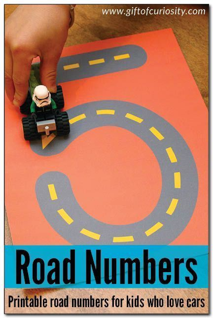 Printable Road Numbers activity to learn numbers. This is an AWESOME idea for kids who love cars! Kids can drive their cars on the number roads to learn their numbers! || Gift of Curiosity