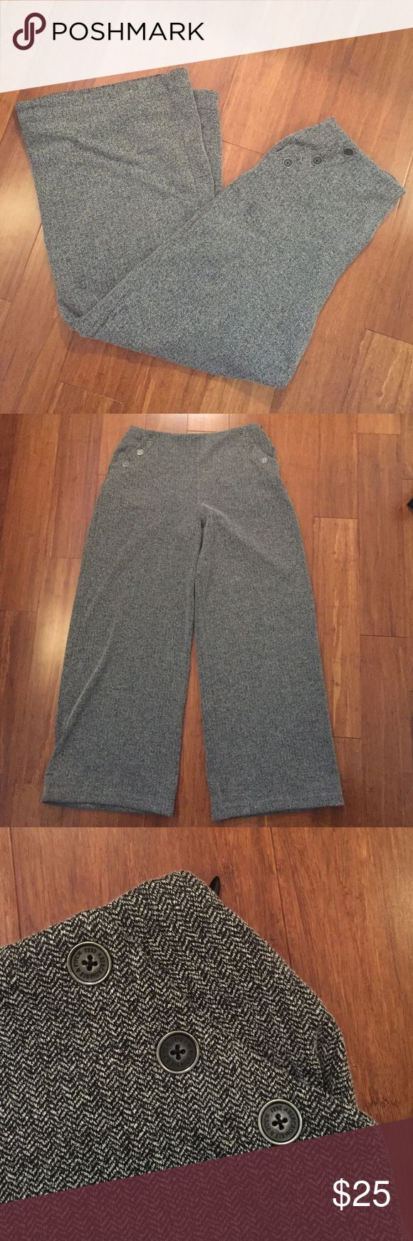 """Abercrombie & Fitch trousers NWT wide leg trousers stretch, pull on style (no zip/button closure). Black and white almost herringbone looking pattern. 70% polyester, 30% cotton. Inseam 32"""" Abercrombie & Fitch Pants Wide Leg"""