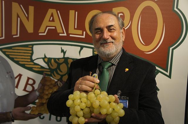 EL PRESI DEL VINO    El presidente de las D.O. de los Vinos de Alicante, Antonio M. Navarro en nuestro Stand    #grape #recetas #uva #vinalopo #denominacion de origen #spain #alicante