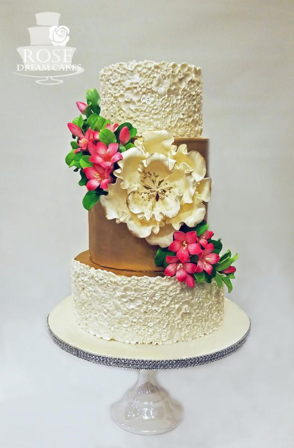 153 best bas relief cakes images on pinterest beautiful for Outdoor wedding cake ideas