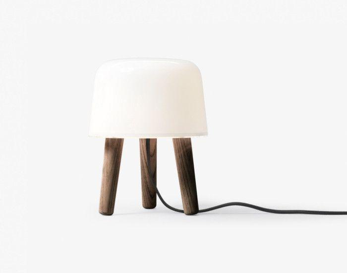 Lampička Milk od &tradition, kouřově olejované nohy | DesignVille