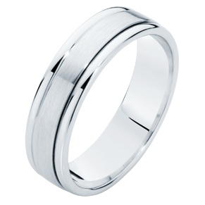 A popular choice among grooms-to-be, contrasting finishes creating the illusion of three bands