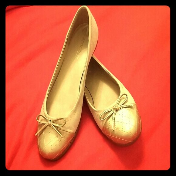 Aerosols Beige Flats with Gold Toes Gently worn great condition. Size 9.5M AEROSOLES Shoes Flats & Loafers