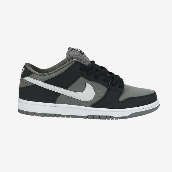 Sepatu Nike SB Pro Dunk Low 304292-036 memiliki design classic untuk pecinta skateboard, pada generasi ini Sepatu Nike SB Pro Dunk Low tampil dengan upper full suede dan leather. Sepatu dengan harga Rp 929.000.