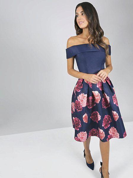 bfd438a438c5 Společenské tmavě modré šaty s květy Chi Chi London Tera ...