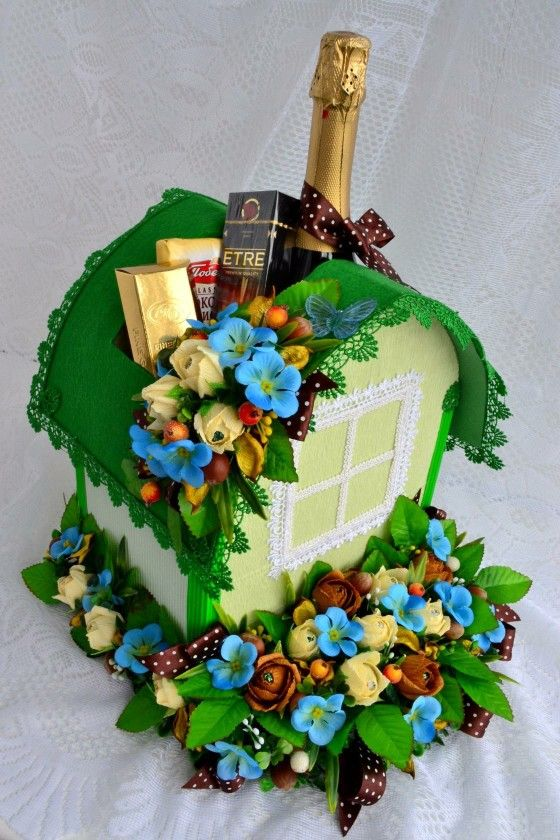 Saint Patrick's day leprechaun tiny house candy bouquet