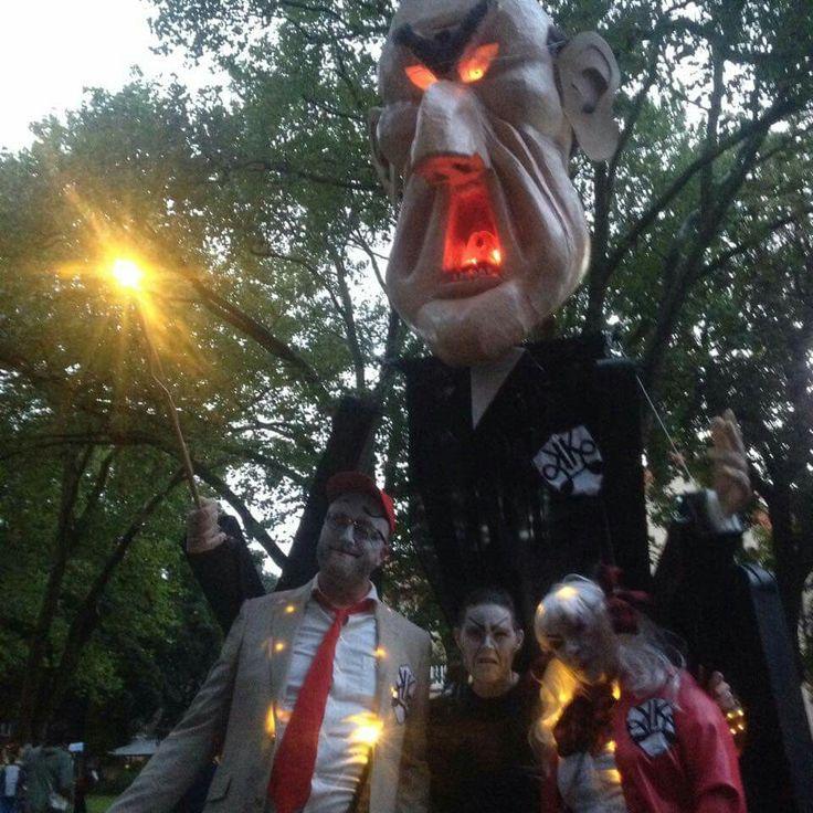 schoolmaster, carnival, puppet, street art performance, light. design: Britt Kristensen, KarnevalsKoloritterne, Denmark
