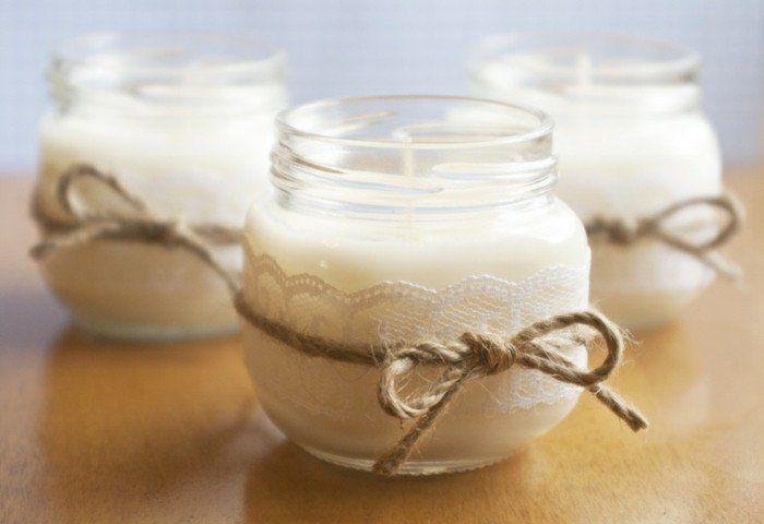 suggestion très facile pour fabriquer des bougies esthétique, petits pots décorés de dentelle