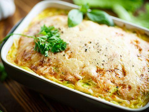 <h2> «Матрешка» </h2> <p>Понадобится: для теста— 1л кефира; яйцо— 4шт; мука— 2— 4стакана; пищевая сода— 2ч.л; соль повкусу; для начинки— капуста (тушенная совощами, добавить острый перец, специи); картофельное пюре (вуже готовое пюре добавить свежий, мелко нашинкованный лук); мясная (обжаренный фарш, сочетание мяса иовощей). Вмиске смешать кефир, яйца, соль дообразования однородной массы. После вводят соду имуку. Муку нужно вводить порциями, так как сте...