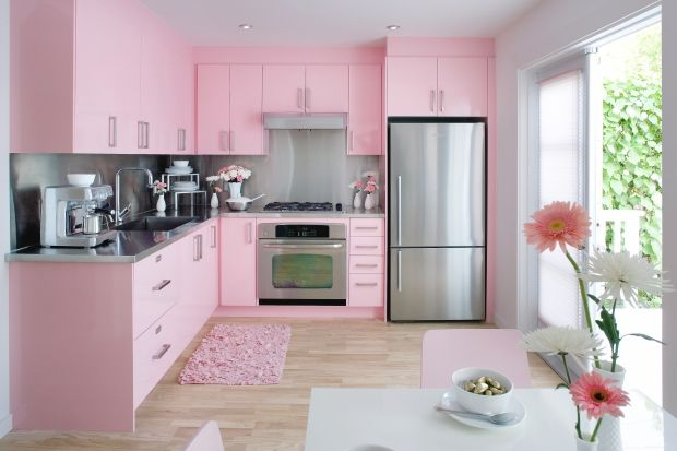 I love Colin and Justin, but what were they thinking? A pink kitchen?