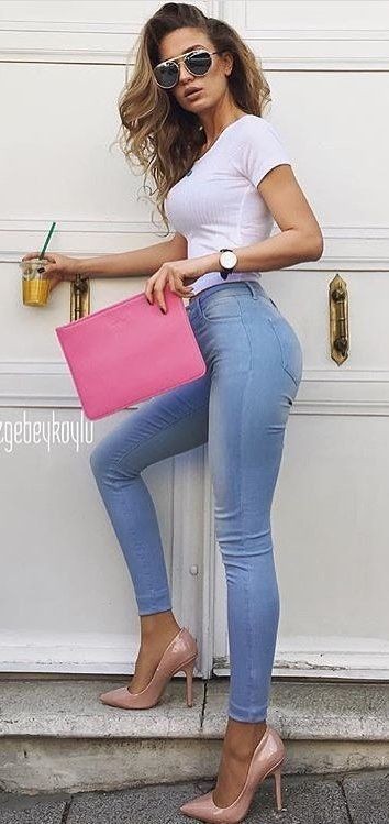 #thanksgiving #fashion ·  White Top // Pink Pumps // Pink Clutch // Skinny Jeans