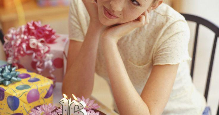 Ideas para regalos de dieciséis años para amigas. El cumpleños número dieciséis es un evento importante que debe se debe celebrar con regalos y fiestas. Decidir el tipo de regalo que dar puede ser una tarea divertida y en ocasiones retadora. Los amigos que quieren celebrar los dieciséis años de una persona especial deben considerar regalos sentimentales, útiles o divertidos.