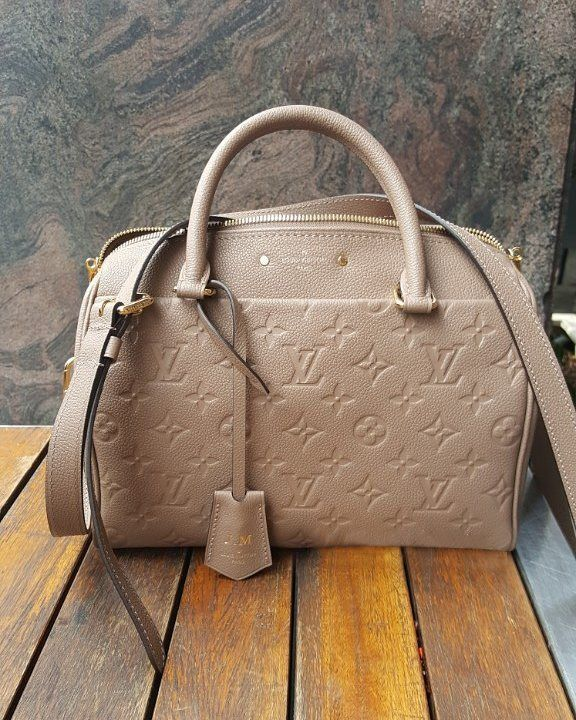 #Louis #Vuitton Classc Shoulder Bag For Fashion Women. Cheap Price And New Arrival Every Day.