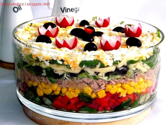 Sama słodycz i szczypta chili... : Sałatka Nicejska warstwowa .